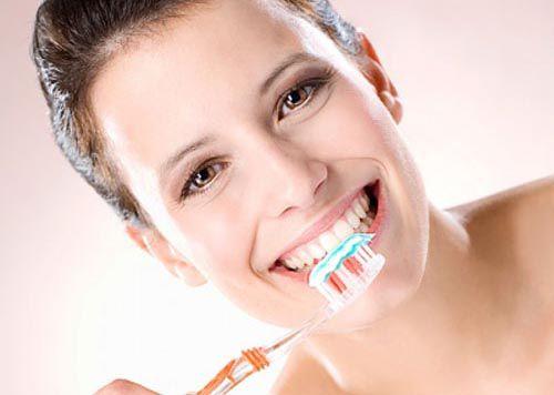 Làm cầu răng sứ có gây hôi miệng không