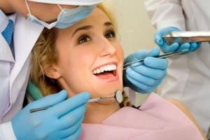 Trồng răng sứ mất thời gian bao lâu