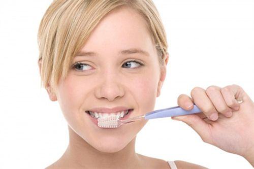 Những lưu ý khi trám răng cửa bị mẻ